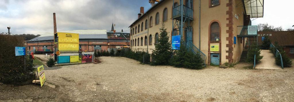 Le site verrier de Meisenthal prépare Noël. Dans le même temps, le chantier de rénovation est en cours.