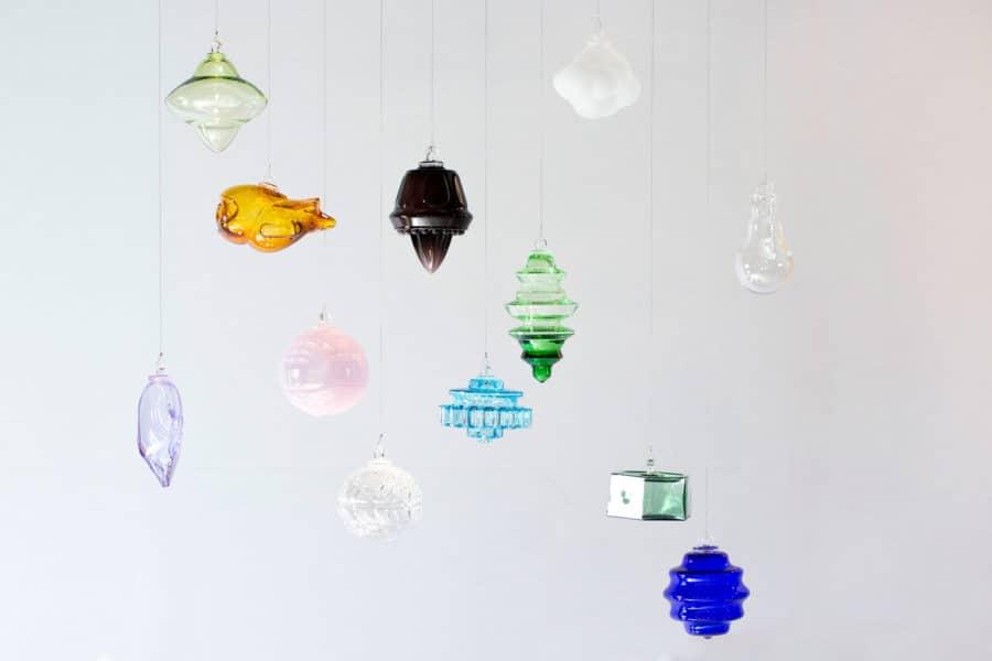 Boules de Noël réalisées par les souffleurs de verre de Meisenthal.