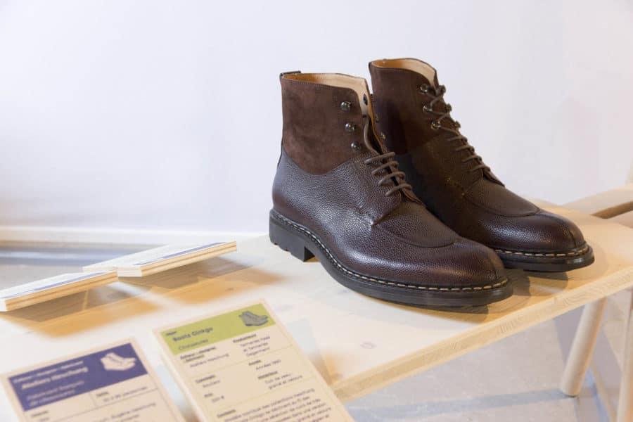 Paire de chaussures Ginkgo de Heschung, tannage du cuir et confection locale.