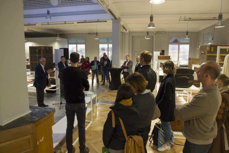 Daniel Bastian au micro, et les participants de la rencontre fabricants-designers le 5 octobre 2019.