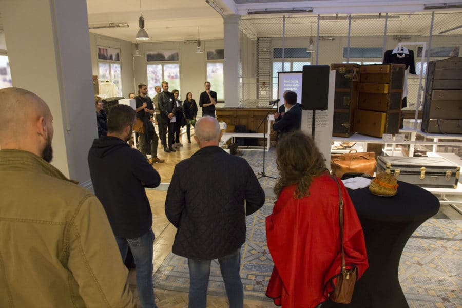Participants autour des intervenants lors de la Rencontre fabricants-designers du Réseau Tétras au Musée du Bagage de Haguenau